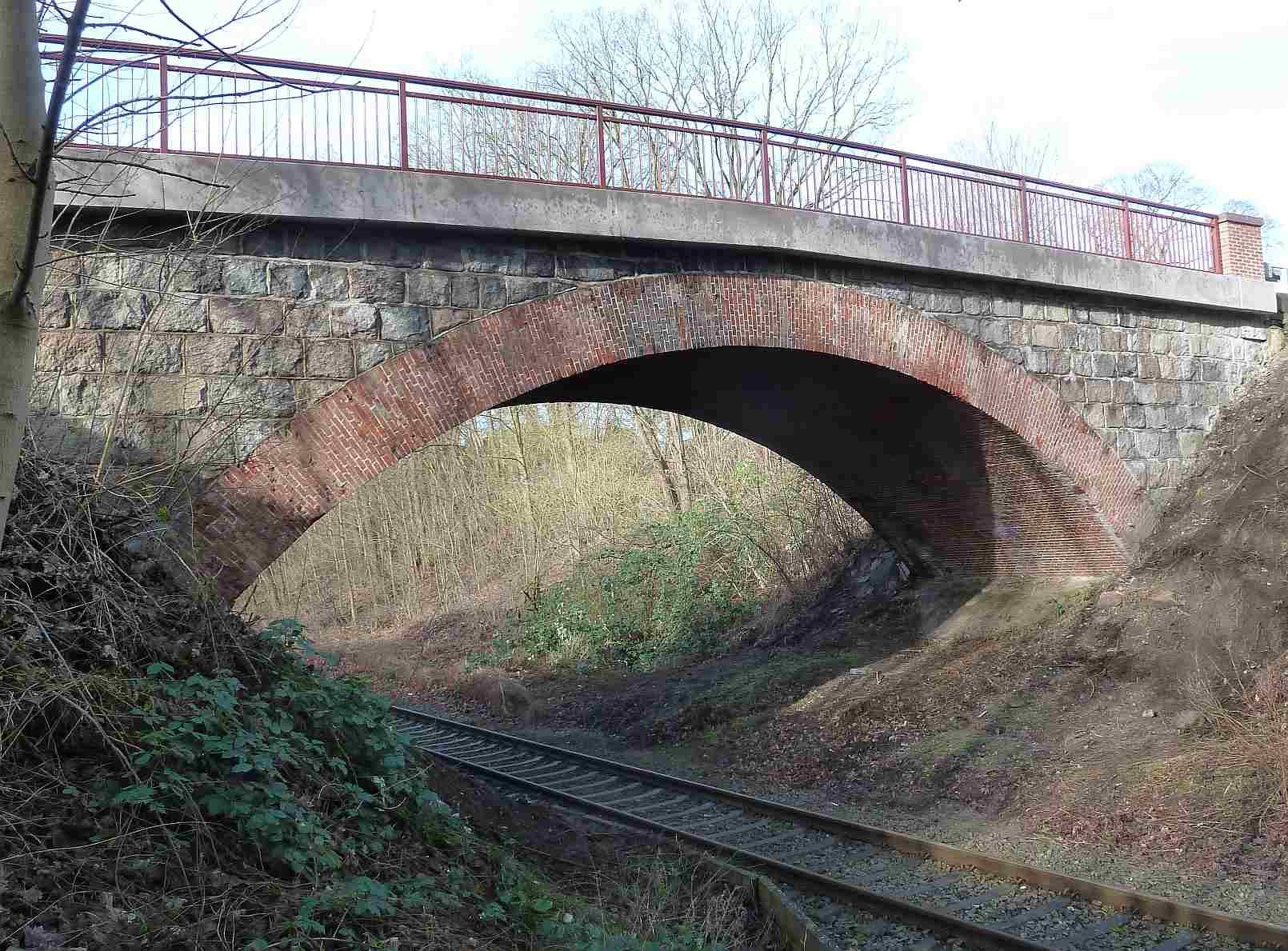 Neue Bahnbrücke